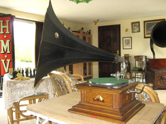 Gramophone Co. (HMV) Monarch Model V Horn Gramophone